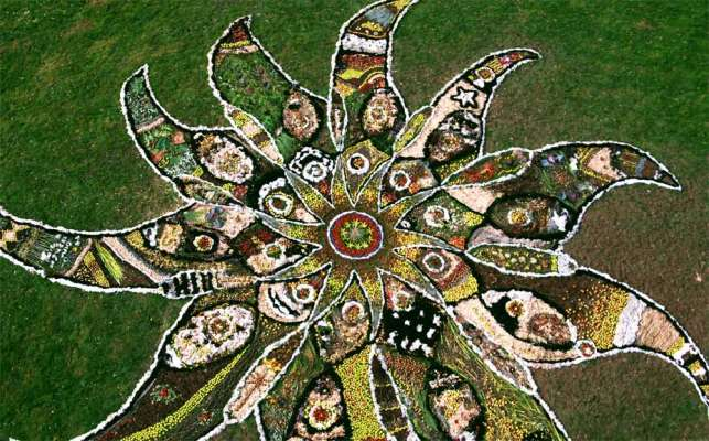 Big Draw Community Drawing, c. 90ft diameter, Foraged natural materials